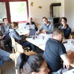 Die Wohngruppe diskutiert mit Architekten und Beratern